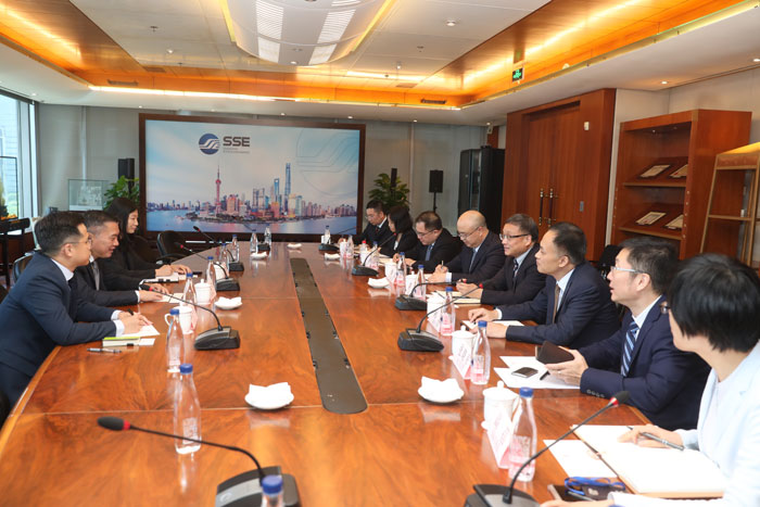 Dr. HUANG Hongyuan, SSE Chairman, and Mr. JIANG Feng, SSE President, met with delegates from Singapore Stock Exchange.