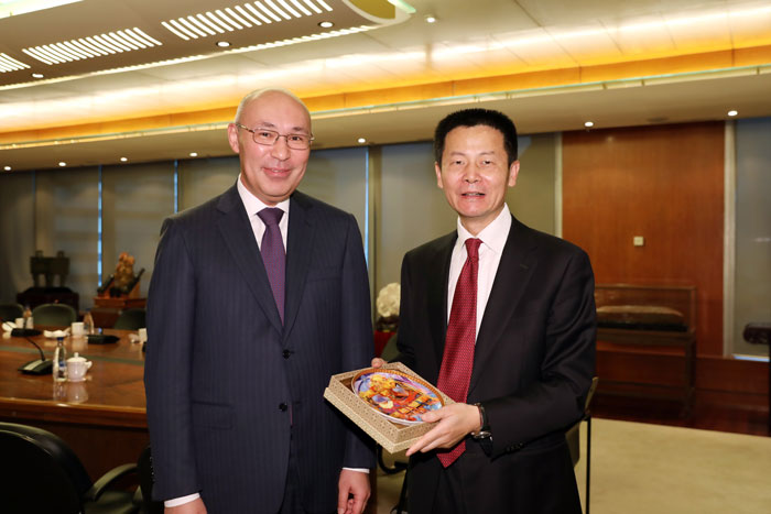 Mr. Wu Qing, SSE Chairman, met with Mr. Kairat Kelimbetov, Governor of Astana International Finance Centre